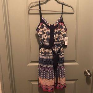 Dresses & Skirts - NWT Geometric pattern dress